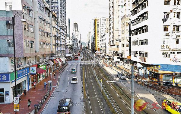 ■「白衣人」暴力襲擊事件發生後,居民減少外出,平日人來人往的元朗大馬路及商場變得冷冷清清。 香港文匯報記者  攝