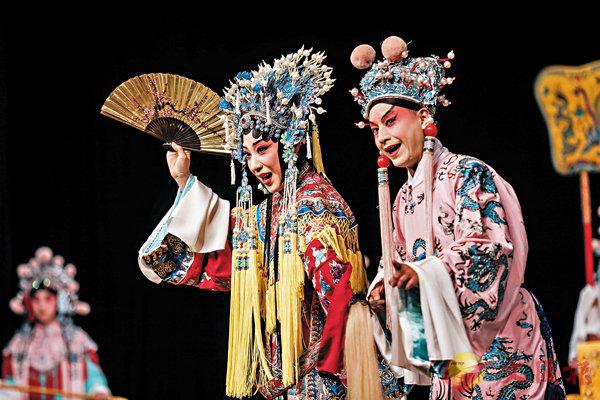 ■京劇演員表演《貴妃醉酒》。