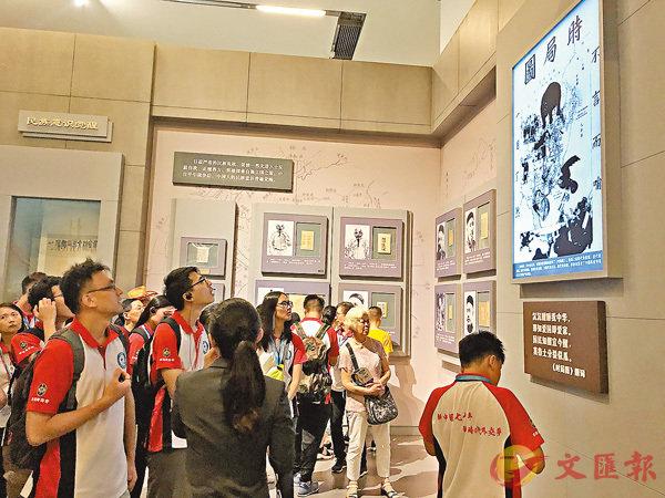 ■港生參觀國家博物館。香港文匯報記者馬靜  攝