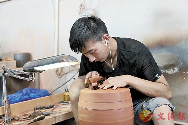 ■農村青年習得一技之長,已成為當地鄉村振興的骨幹。  香港文匯報記者丁樹勇 攝