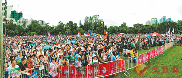 ■9萬名市民以音樂會形式為暴躁的香港降溫。香港文匯報記者  攝