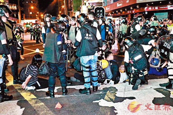 ■警方於東西九龍清場,拘捕29名疑犯。 香港文匯報記者  攝