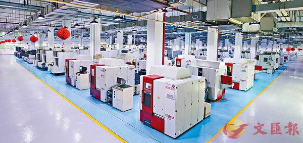 ■比亞迪電子實現無人化智慧工廠生產。