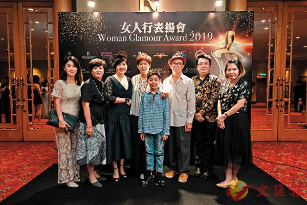 ■梅艷芳哥哥(右三)專程去吉隆坡代領獎。