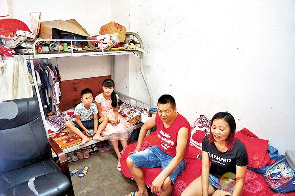 ■留守孩子暑假與父母團聚。香港文匯報記者敖敏輝 攝
