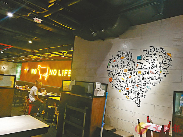 ■堅石燒店舖設計,牆壁上有不少韓國畫家畫的畫。
