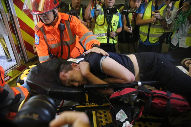 圍毆記者 毒打警察 暴徒離恐怖分子已不遠了