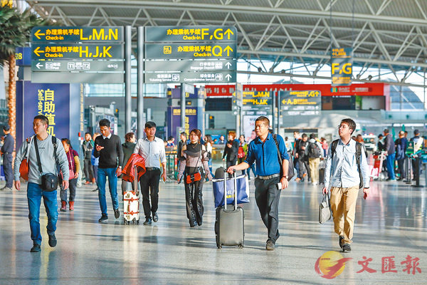 ■白雲機場力爭2021年新增國際航線30條以上。香港文匯報記者方俊明 攝