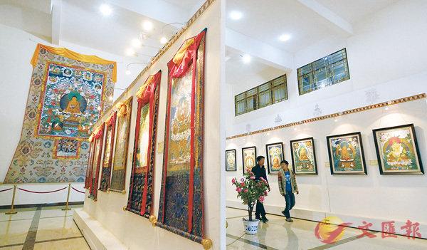 ■西藏唐卡畫院的唐卡展廳。  新華社