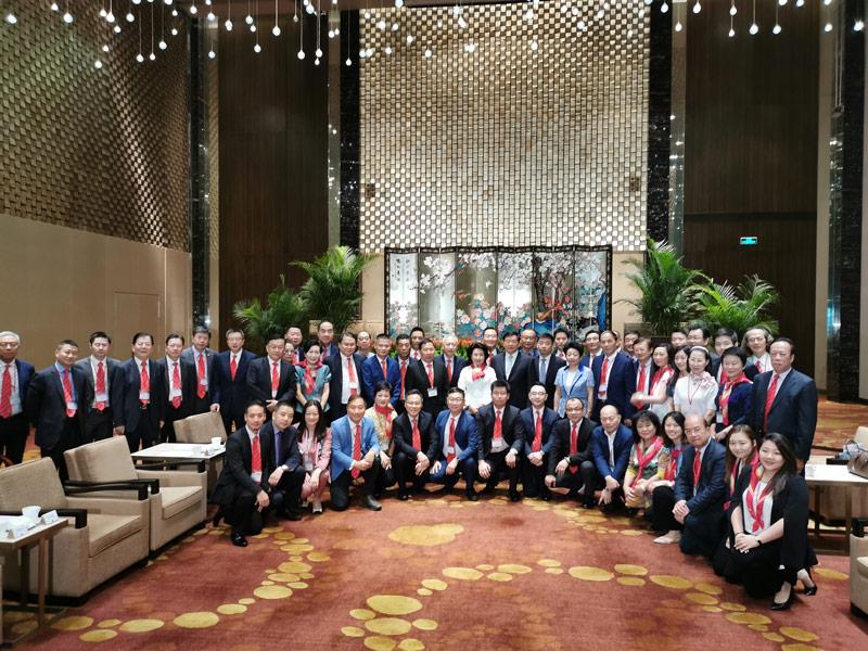 ■鄭翔玲率領考察團與江蘇省委書記婁勤儉會面。 香港文匯報記者繆健詩 攝