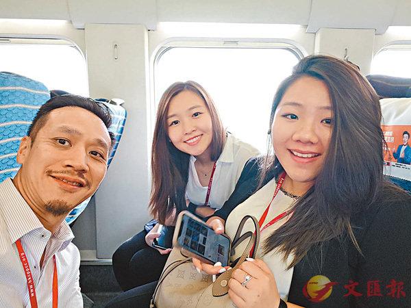 ■青年團員譚智恆(左)、林綽婷(右)認為港青應好好了解國家發展。香港文匯報記者繆健詩  攝