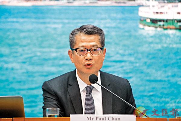 ■陳茂波在記者會上,公佈多項利民紓困措施。香港文匯報記者 攝