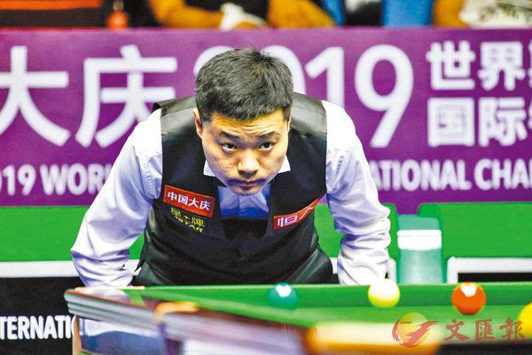 ■丁俊暉在上海大師賽極有可能與羅拔臣「硬碰硬」。 新華社