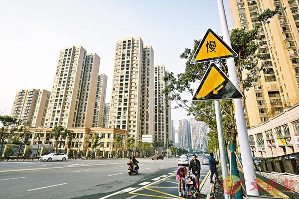 ■國家統計局數據顯示,連續第二個月出現20個城市二手房價格集中下跌。圖為長沙樓盤。 資料圖片