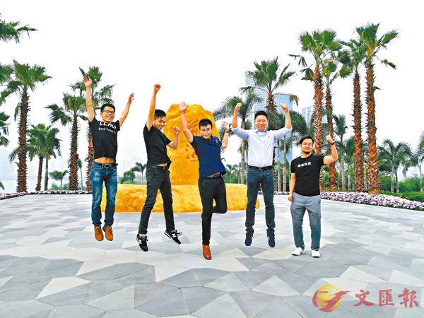 ■中央支持深圳實行更加開放便利的境外人才引進和出入境管理制度。圖為在深圳前海創業築夢的港青。 資料圖片