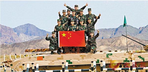 ■中國參賽隊包攬「國際軍事比賽-2019」4項團體冠軍。圖為隊員慶祝在「蘇沃洛夫突擊」賽事中獲得勝利。 中新社