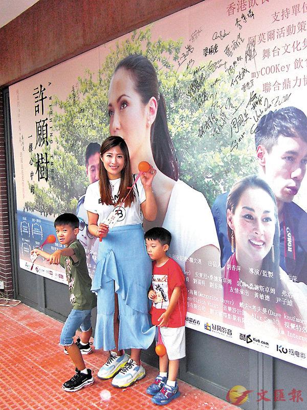 ■家蔚透露兩個兒子已經開學,但就被他們分別「激親」。