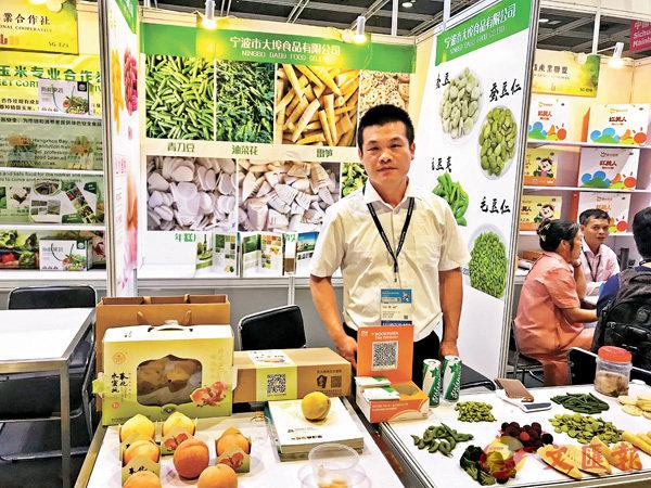 ■寧波市大埠食品有限公司總經理傅爭華表示 ,新加徵關稅需與美經銷商共擔。 香港文匯報記者茅建興  攝