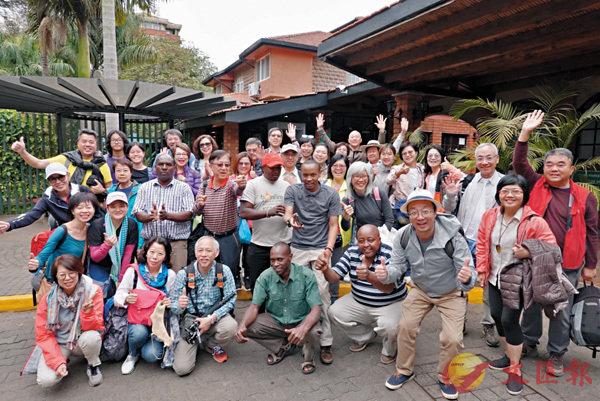 ■「善客行」一行三十多人到非洲探訪。 作者提供