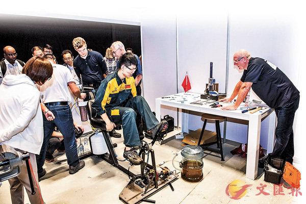 ■宋彪在第44屆世界技能大賽中製作踏板動力水泵淨化系統。受訪者供圖