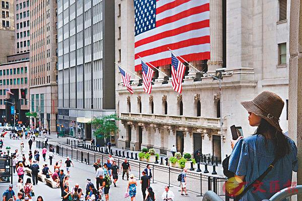 ■全球經濟增長放緩,疊加貿戰持續,全球央行終於坐不住,紛紛下調經濟前景預期並轉變貨幣政策,令股匯等金融市場走勢亦為之一振。 資料圖片