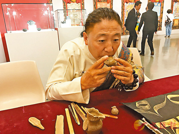 ■藏族黑陶燒製技藝代表性傳承人白瑪群加