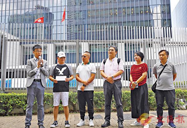 ■業界盼政府出招紓緩中小企及司機的財務壓力。 香港文匯報記者  攝