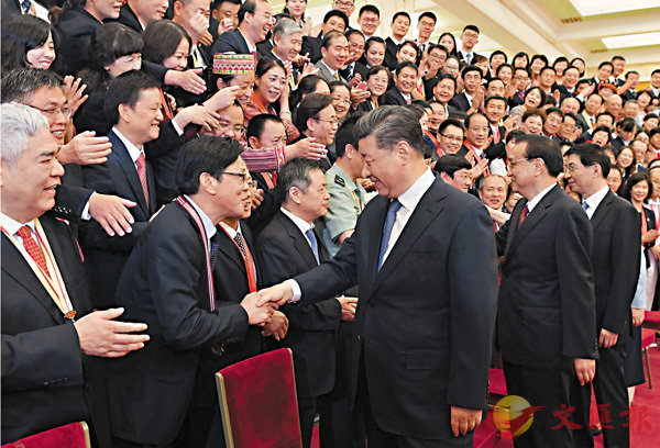 ■昨日,習近平在北京人民大會堂會見慶祝2019年教師節暨全國教育系統先進集體和先進個人表彰大會受表彰代表。 新華社