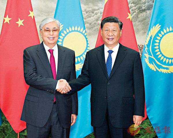■國家主席習近平昨日在北京人民大會堂同哈薩克斯坦總統托卡耶夫舉行會談。 新華社