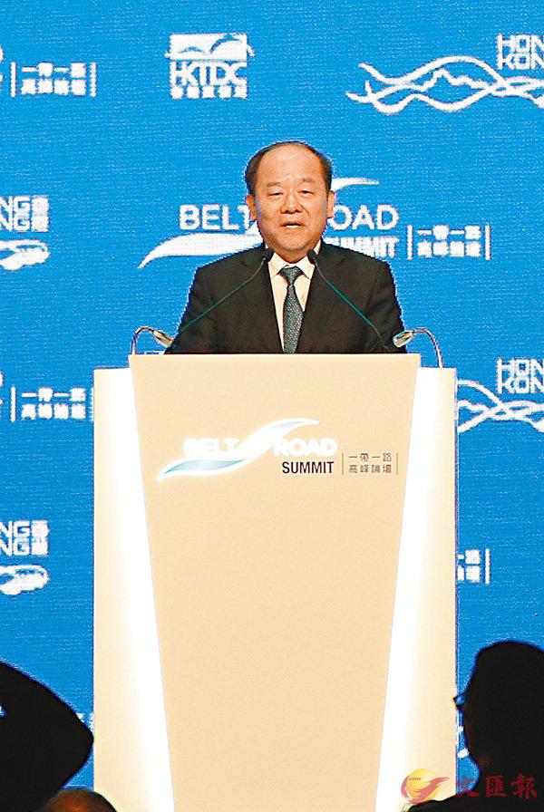 ■國家發改委副主任寧吉�F(上)表示,香港的國際金融中心地位可於「一帶一路」倡議中發揮作用。香港文匯報記者  攝