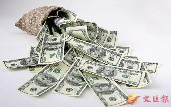 ■部分銀行的美元定存息率比港元更為吸引。 資料圖片