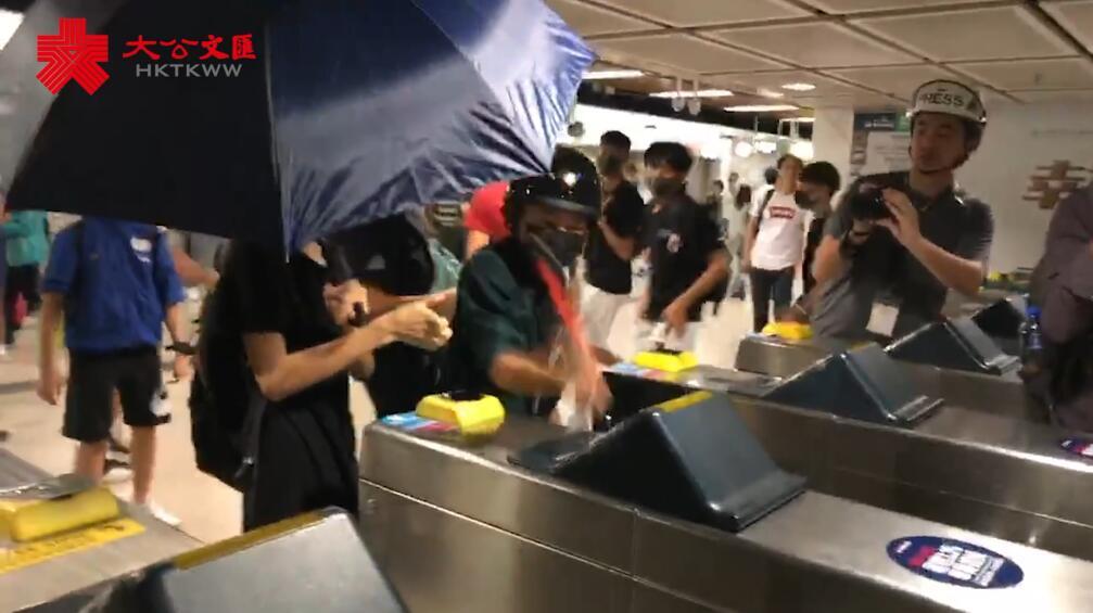 922非法集會|暴徒大肆破壞港鐵沙田站設施