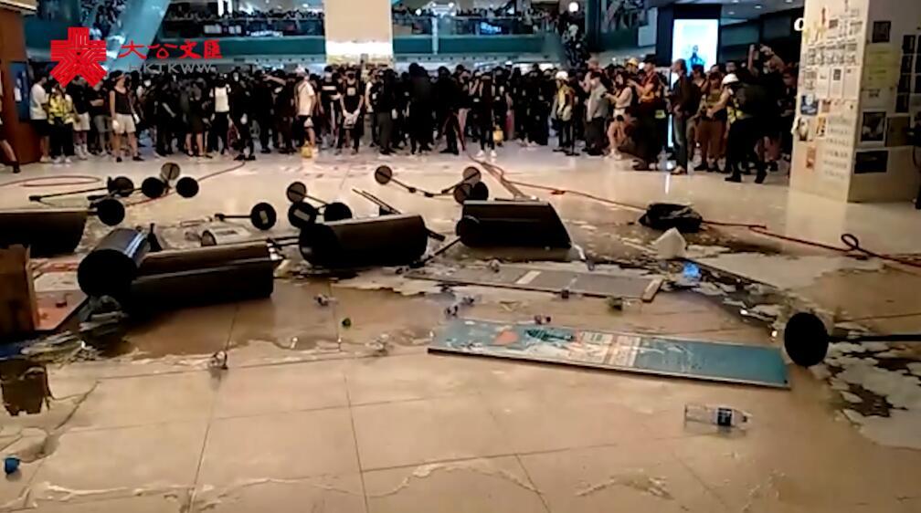 暴徒肆意打砸破壞 沙田站被迫關閉