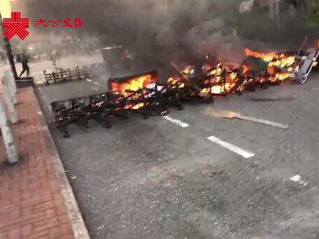 暴徒打砸搶燒 香港各地傷痕累累