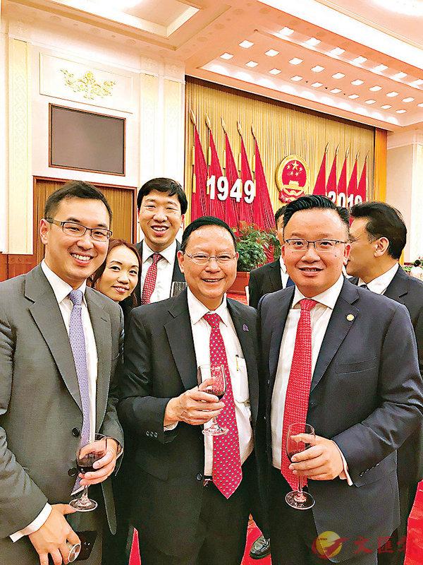 ■傅健慈(中)出席「慶祝中華人民共和國成立70周年僑宴」。
