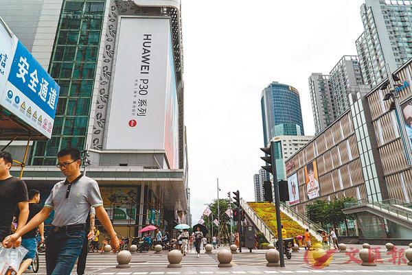 ■8月港人經深圳中原工商舖成交的深圳物業宗數為13宗,比7月的6宗暴增了116.7%。 資料圖片