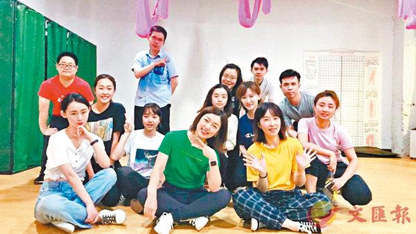 ■「星動上海」的同學在下班後,參加公司的爵士舞蹈班。
