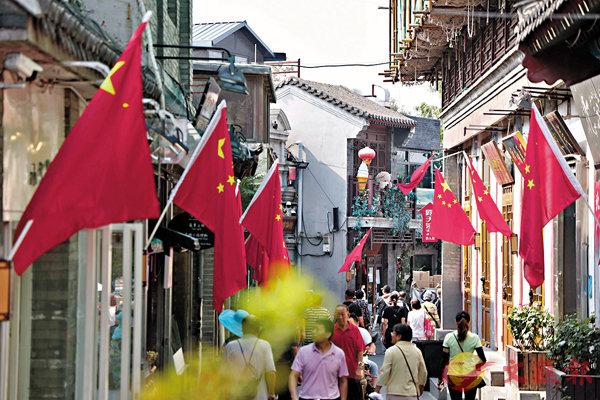 ■內地境內遊近年備受關注,今年國慶旅遊人次更有望達8億人次。 中通社