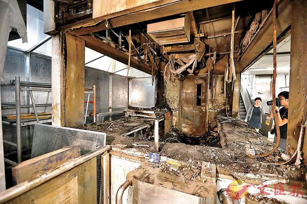 10月4日  ■港鐵觀塘站被砸燒,至昨日仍未修復。 香港文匯報記者  攝