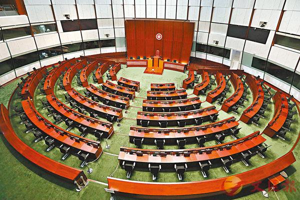 ■立法會大樓復修耗資約4,000萬元。圖為經復修後的立法會會議廳。 香港文匯報記者  攝