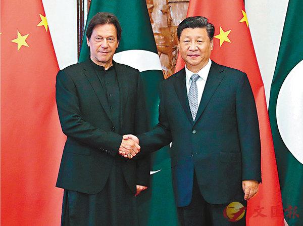 ■昨日,習近平在北京釣魚台國賓館會見巴基斯坦總理伊姆蘭·汗。  新華社
