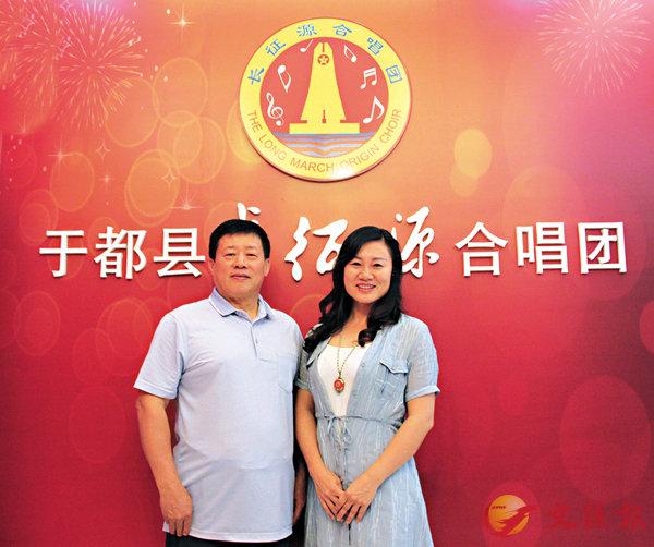 ■鍾建平與愛人余玉蘭同為紅三代,也是合唱團領唱。香港文匯報記者王逍  攝