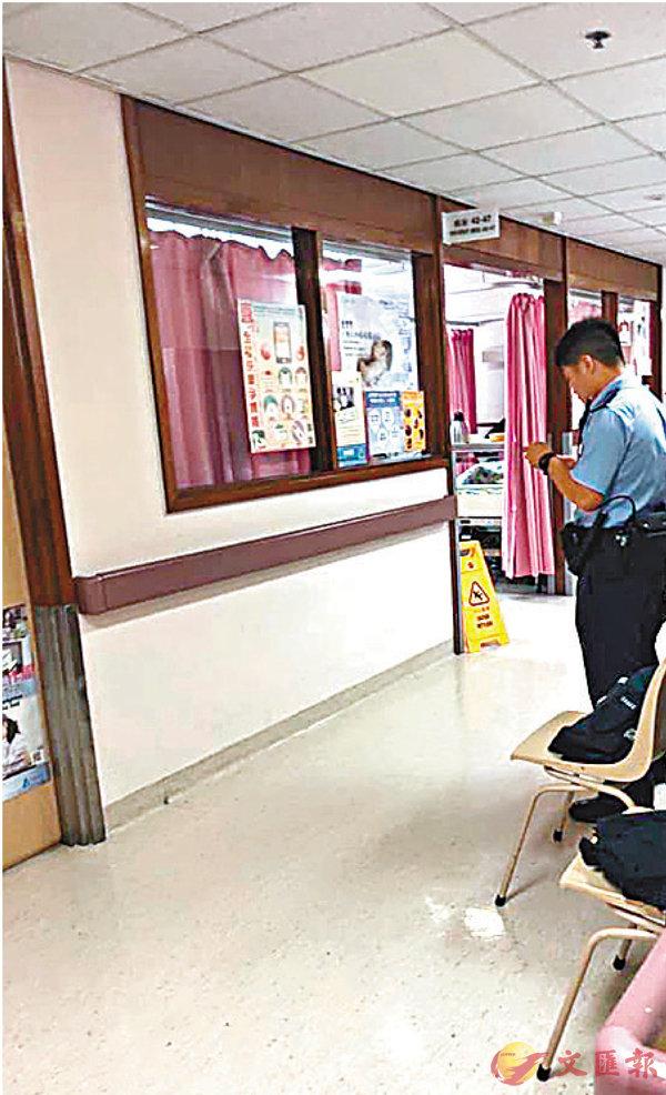 ■有照片顯示當時男警站在產房外,與大門有一段距離。 資料圖片