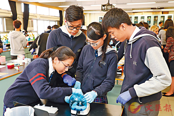 ■教聯會調查發現,八成半參與STEM的老師指,學生創新解難能力提高,圖為中學生參與STEM生物科技實驗。 資料圖片