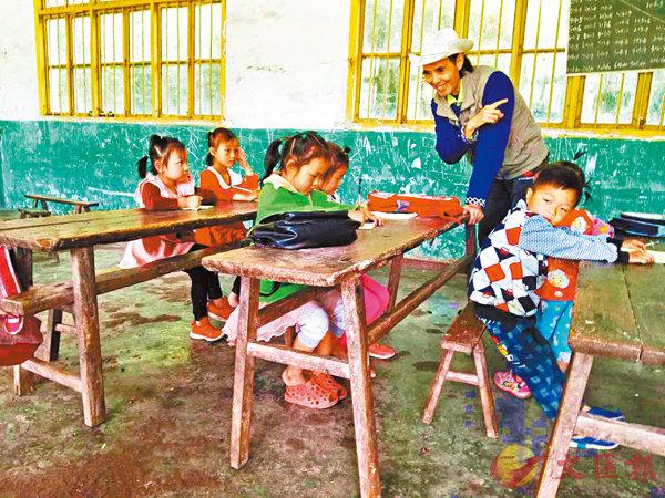 ■田啟明為山區孩子授課。