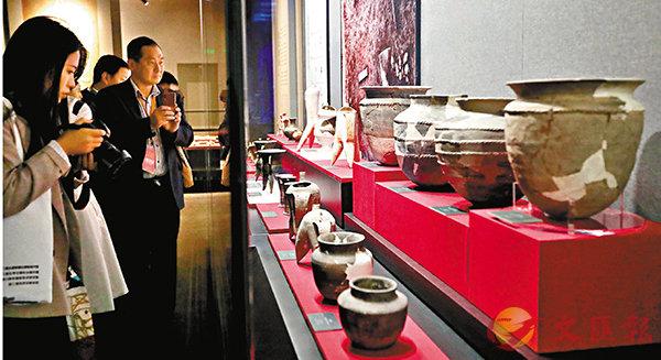 ■ 館藏文物大受觀眾歡迎。 中新社