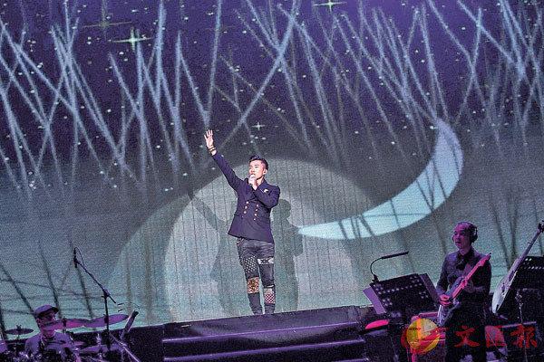 ■歌手出身的陳山聰獻唱多首自己的作品。