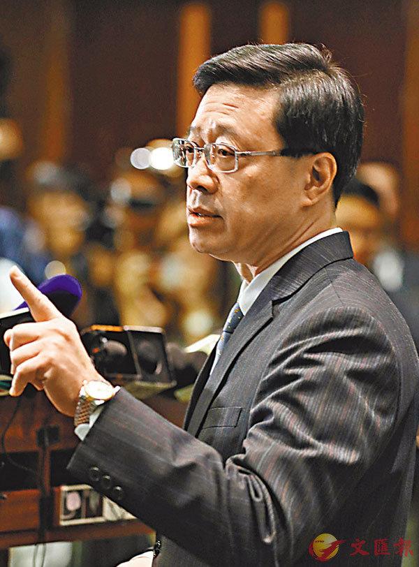 ■李家超昨日在立法會上正式宣佈撤回修訂《逃犯條例》草案。圖為會後李家超見記者。 香港文匯報 記者  攝