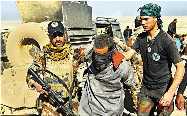 ■伊拉克特種部隊前年在摩蘇爾拘捕ISIS武裝分子。 美聯社