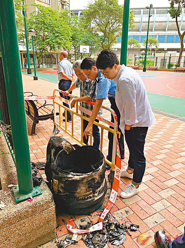 ■司徒駿軒其選舉團隊在耀富樓附近掛起的選舉橫額,未夠24小時已經「被消失」。 fb圖片